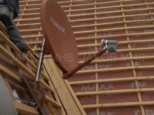 Sat Anlage auf dem Dach montiert